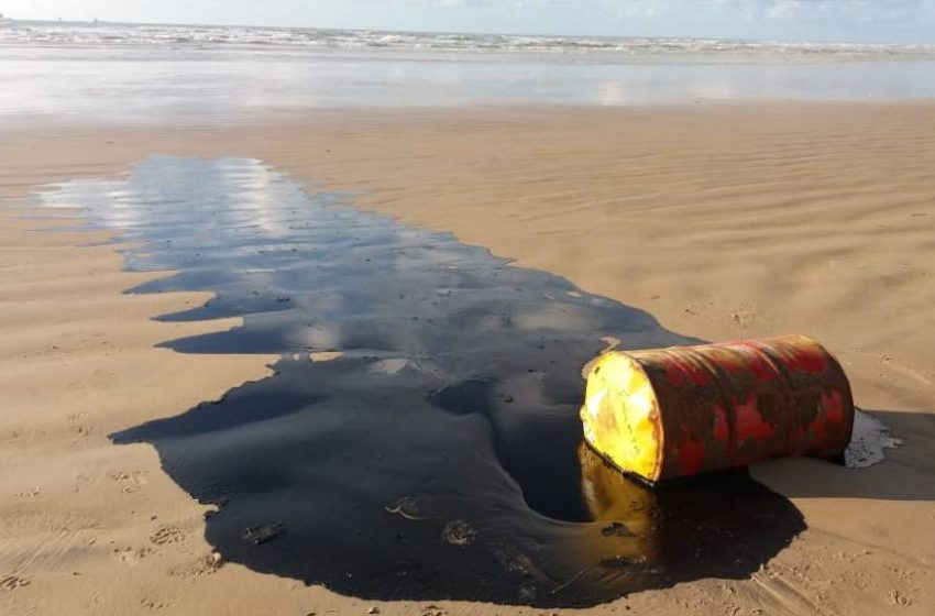 Navio grego suspeito no caso das manchas no Nordeste carregou 1 milhão de barris de petróleo na Venezuela
