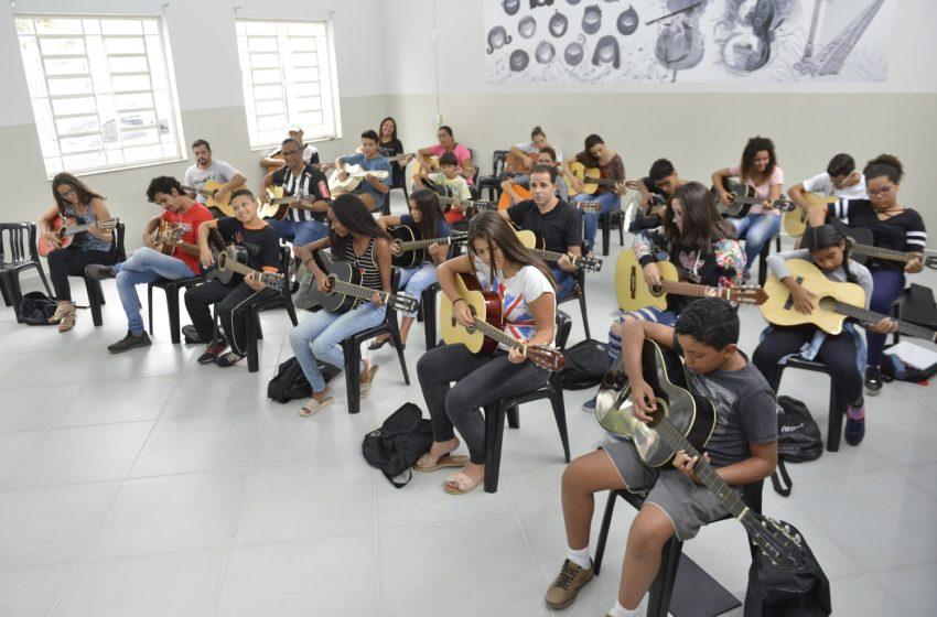 Alunos das oficinas da Secretaria de Cultura seguem aprendizado com Ensino a Distância