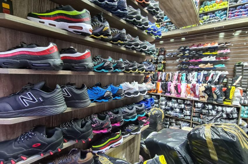 Receita Federal combate venda de calçados falsificados na região do Brás, na cidade de São Paulo